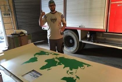 Wir bekommen eine Landkarte an die Decke