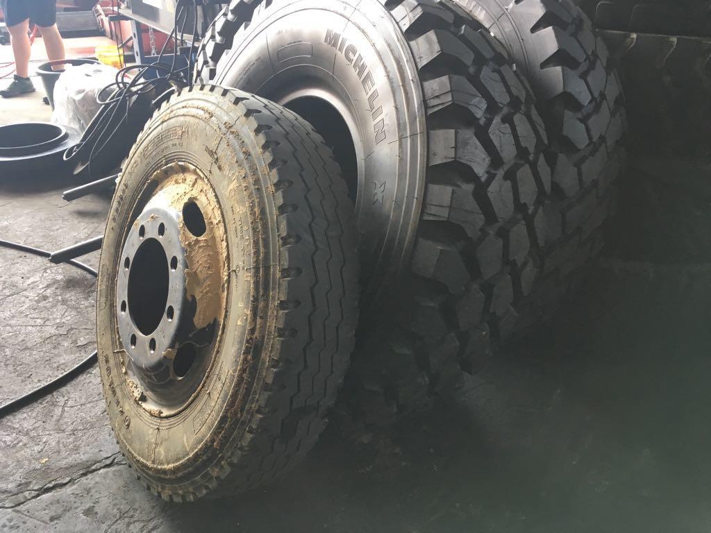 Unsere altem Reifen im Vergleich mit neuen Reifen