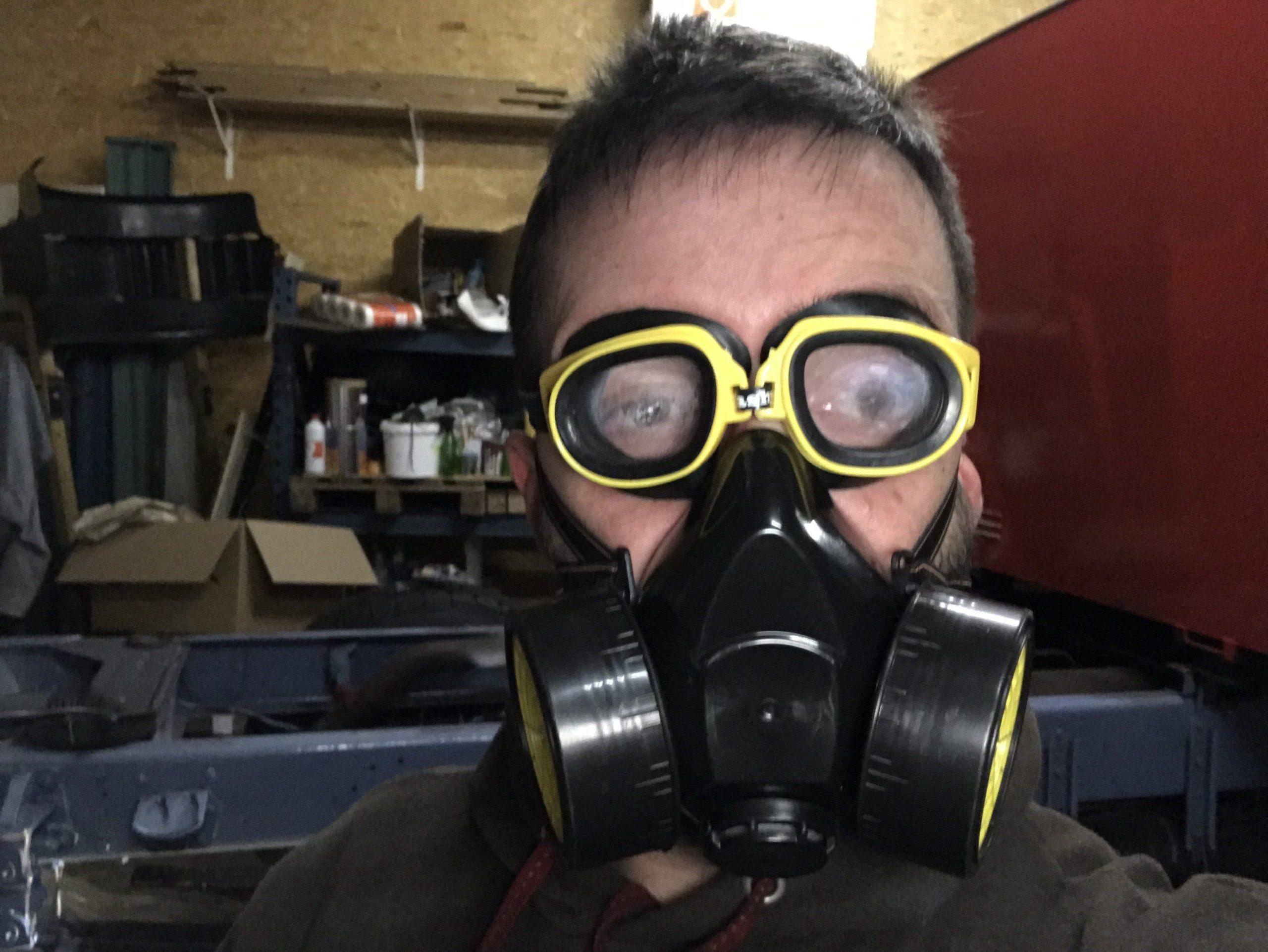 Das Restaurieren des Fahrgestelles erfordert einen Atemschutz