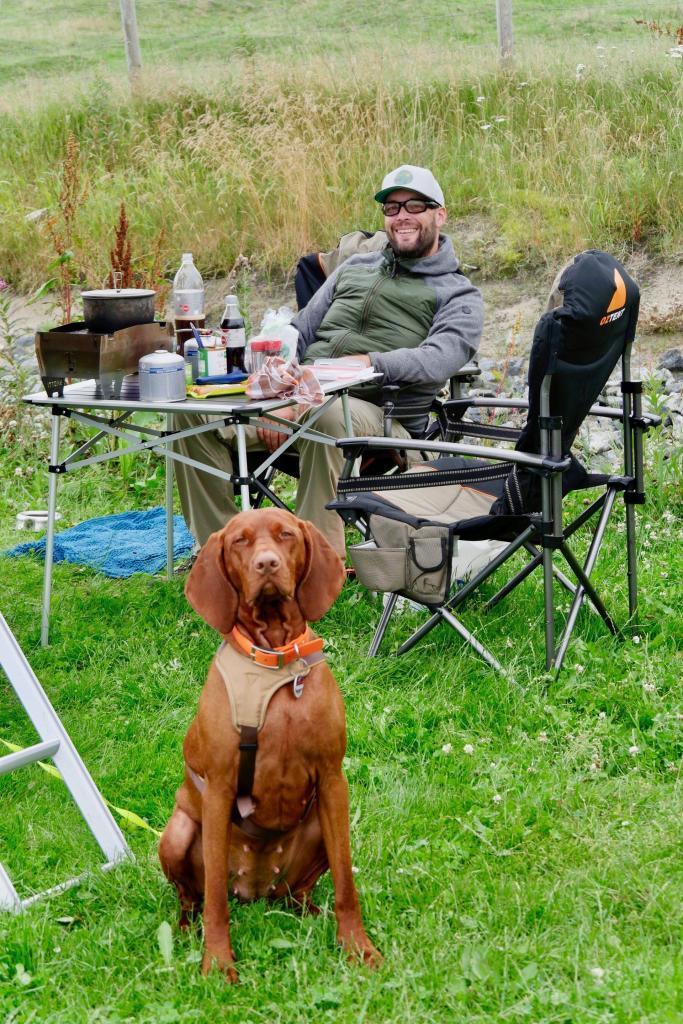 Nala und Andy am Campingplatz in Ølberg