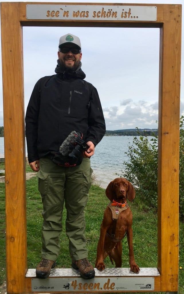 Bild von Herrchen und Hund am Steinberger See