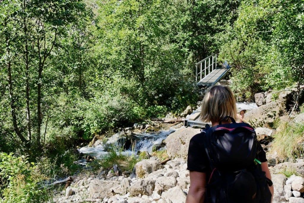 Das Kreuzen von kleinen Bächen und Flüssen wird schnell zur Routine.