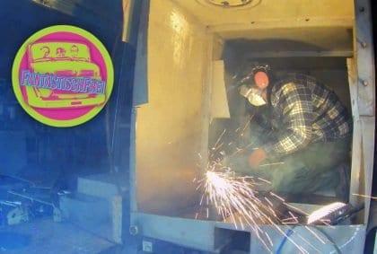 Expeditionsmobil ausbauen - Löschtank entfernen
