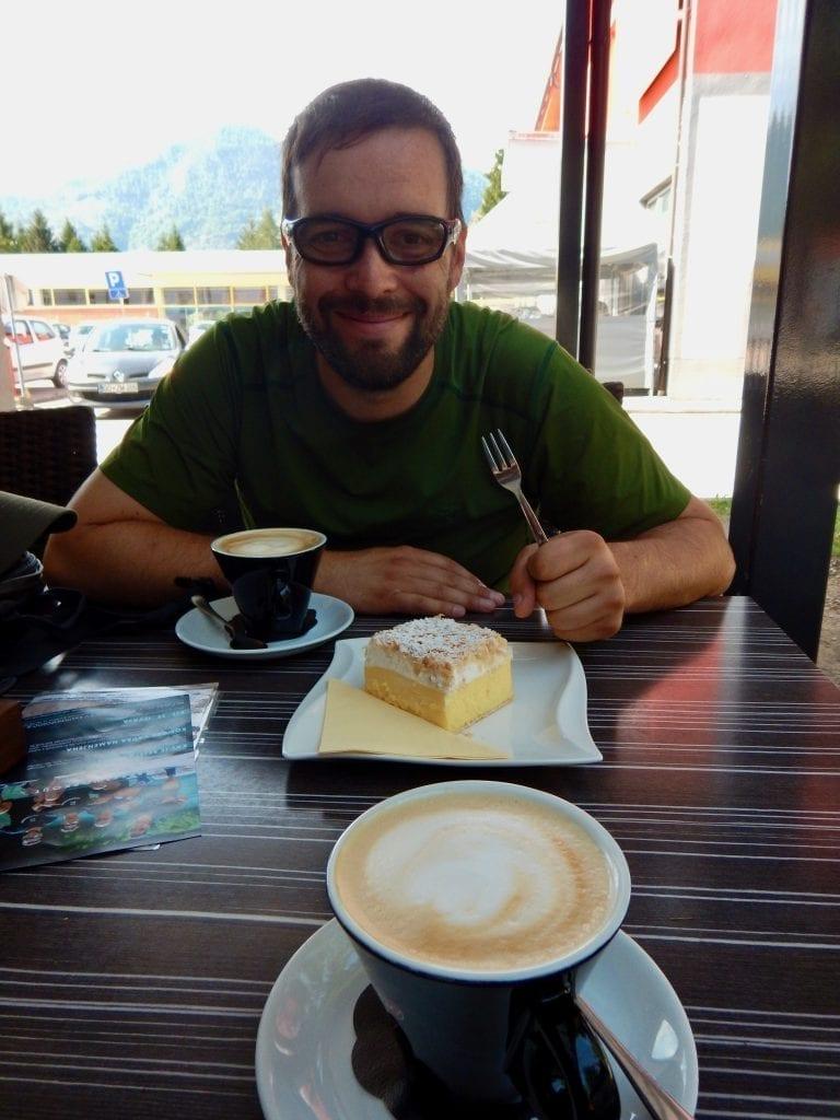 Cremeschnitta und Latte Macchiato
