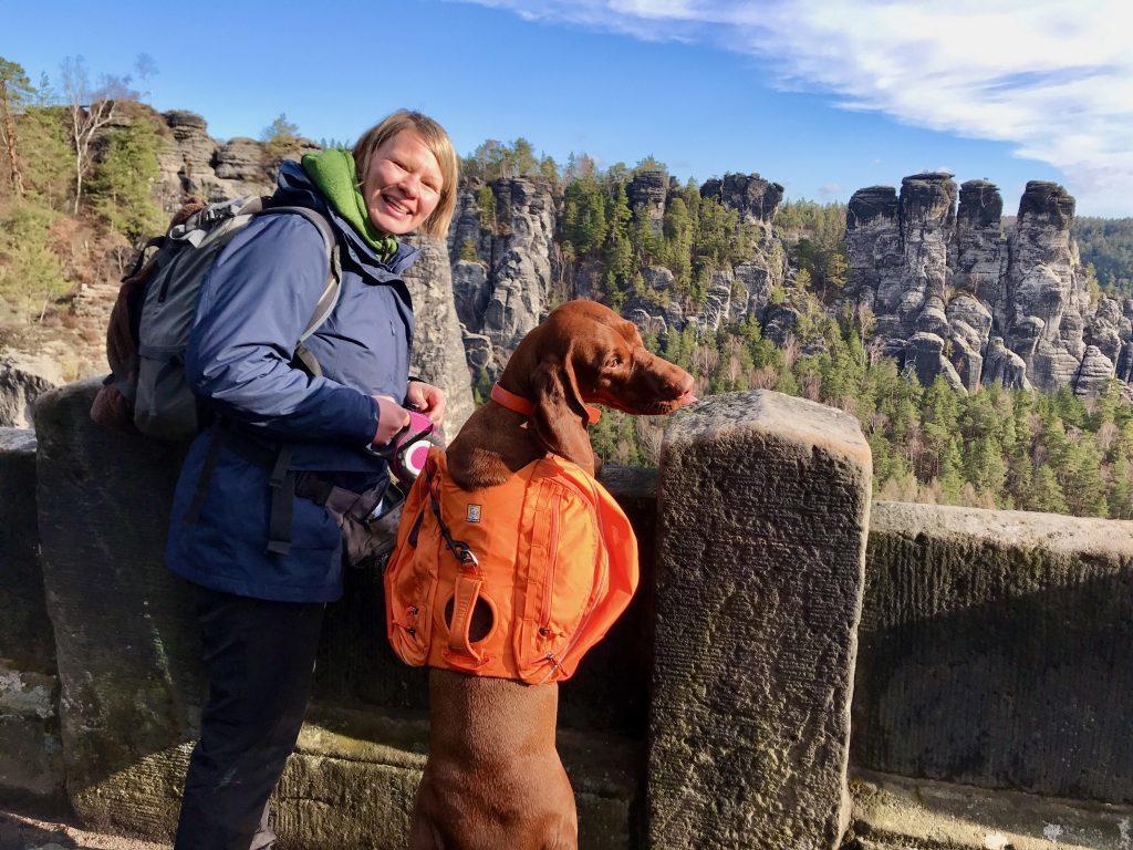 Der Ruffwear Approach Hunderucksack im Einsatz im Erzgebirge