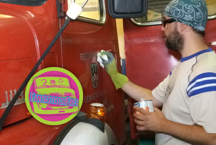 Jetzt auf YouTube: Aufkleber entfernen und Feuerwehr hinter sich lassen – Ausbau Expeditionsmobil – Wohnmobil – S1 🌍 E13